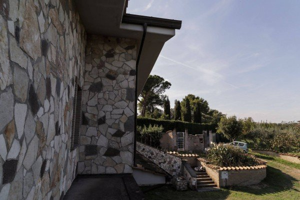 Unfinished internally, family villa, close to Rome!