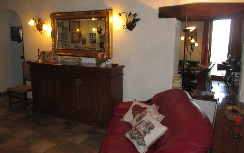 LIVE-IN BUSINESS OPPORTUNITY SORIANO NEL CIMINO– LARGE STATELY COUNTRY VILLA