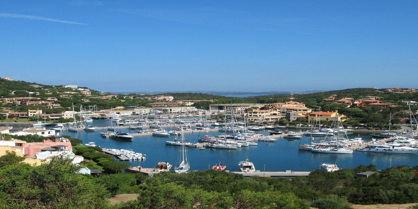 YOUR HOLIDAYS IN BEAUTIFUL COSTA SMERALDA, SARDINIA.