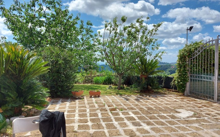 PANORAMIC TERRACED HOUSE CLOSE TO ROME
