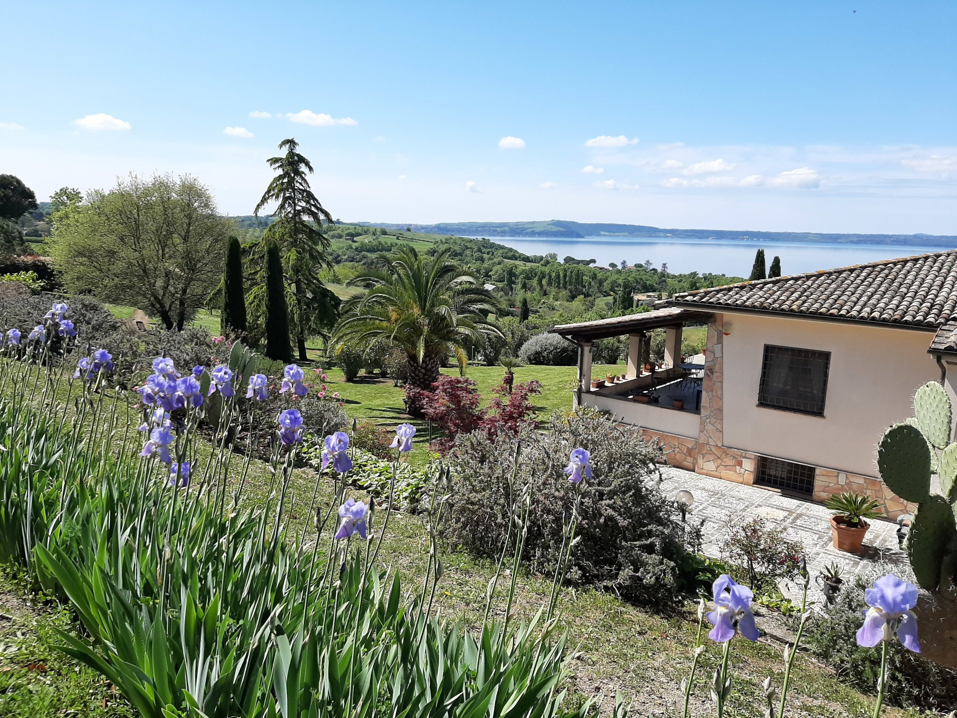 AN EXCEPTIONAL VIEW VILLA  JUST A FEW MINUTES FROM THE LAKESIDE